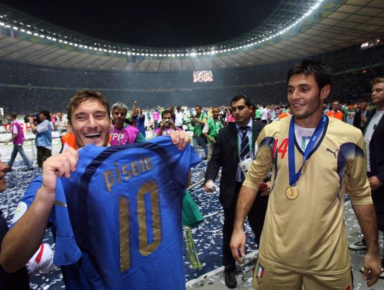 Italian midfielder Francesco Totti (L) a